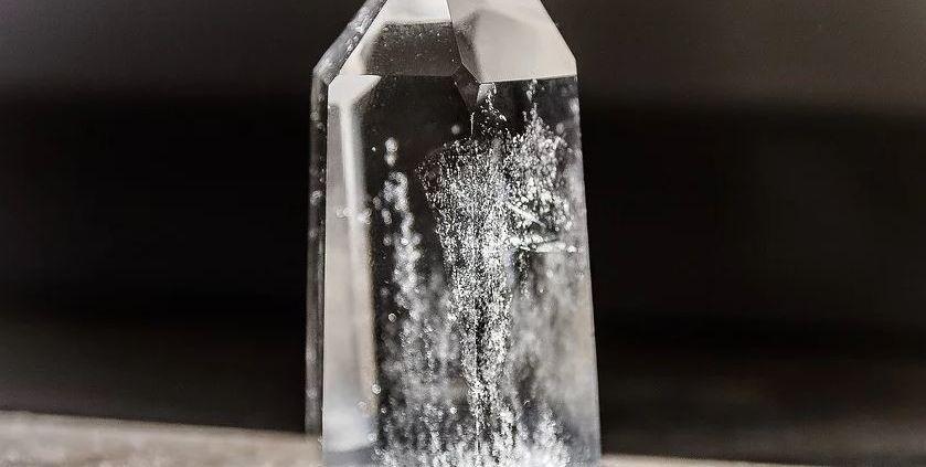 Estado amorfo y estado cristalino de la materia mineral